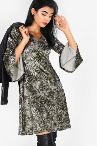 6a4e5c5a48885 Patırtı Kadın Kollar Volanlı Kadife Yılan Desenli Elbise - Glami.com.tr